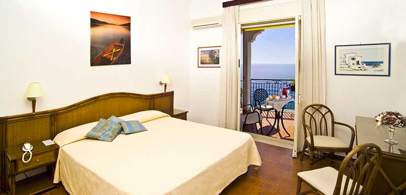 Hotels rooms in Letojanni | Hotel by the sea, beach hotels in Sicily